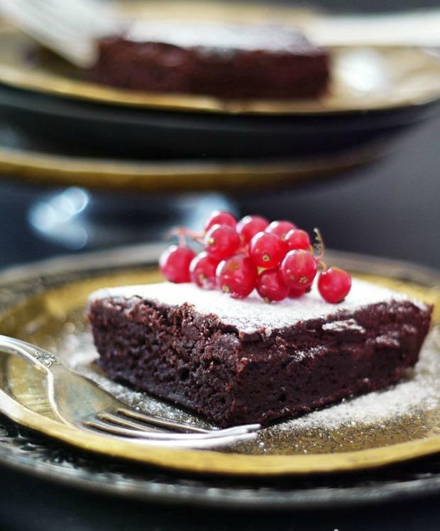 fudgiest-chocolate-beet-brownies_gluten-free_vegan_refined-sugar-free